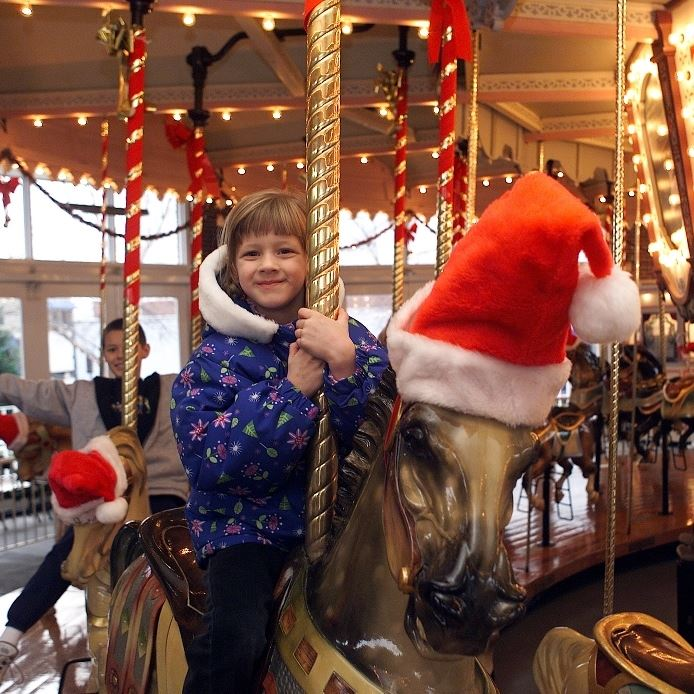 SQUARE Carousel Holiday 1