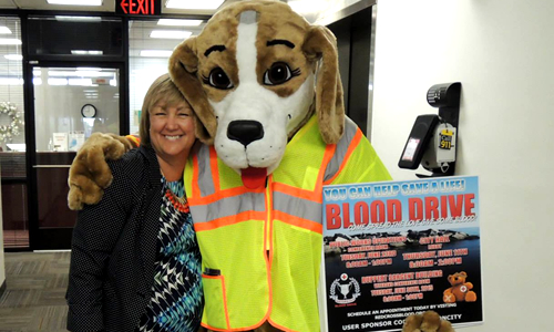 Saxby supports the blood drive